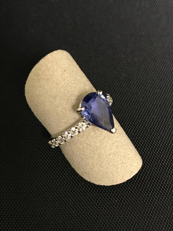 Modern Blue Ceylon Sapphire Diamond White Gold 18 Carat Ring For Sale