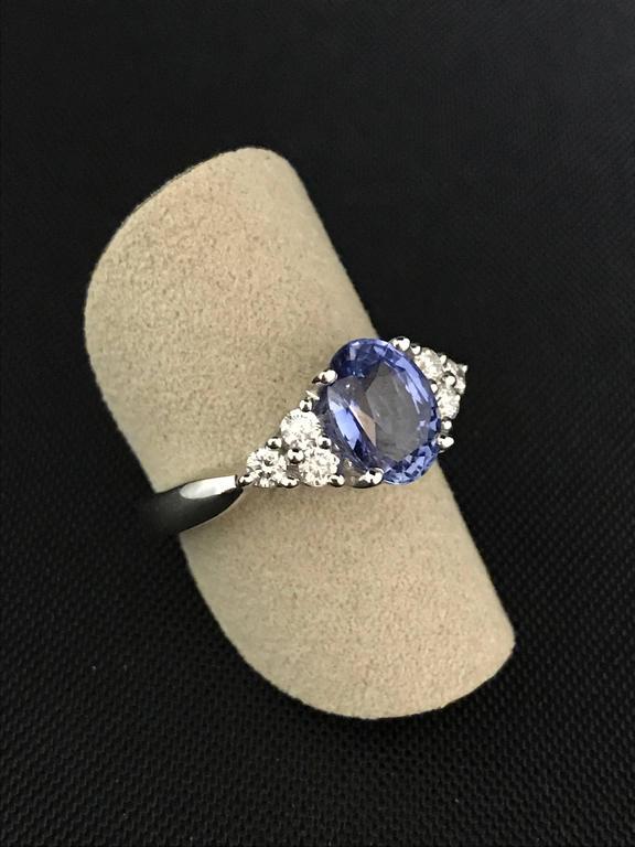 Modern Ceylon Sapphire Diamonds White Gold Engagement Ring For Sale