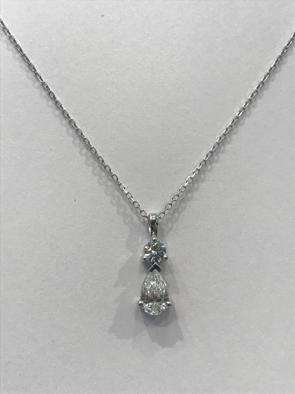 Diamonds Pear and Brillant Shaped and White Gold Pendant Necklace In New Condition For Sale In Vannes, FR