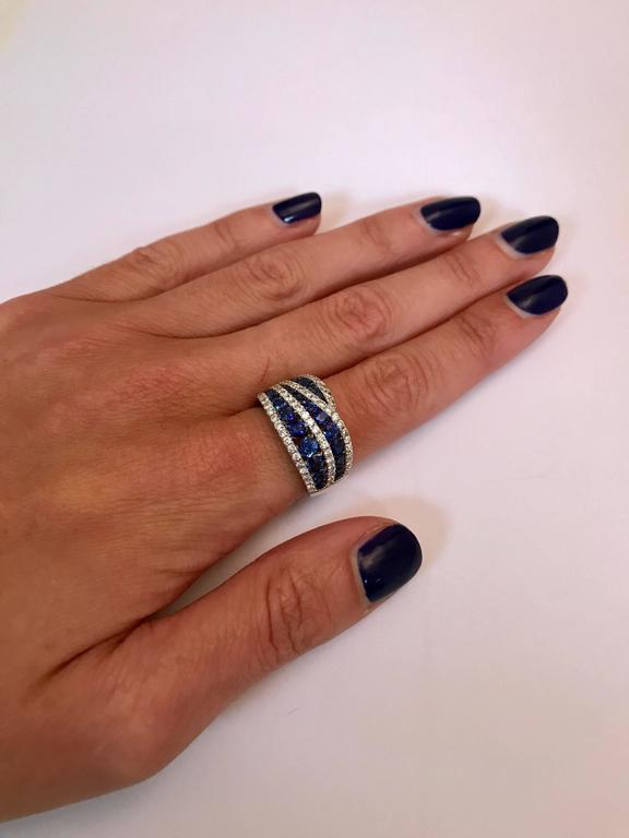 Women's Sapphires Diamonds White Gold Cocktail Ring For Sale