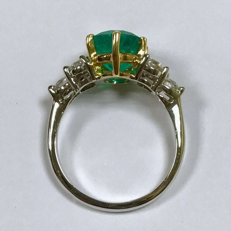 Emerald and Diamonds White and Yellow Gold In As New Condition For Sale In Vannes, FR