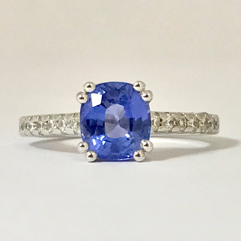 Blue Sapphire and Diamonds White Gold Ring Blue Sapphire Form C 2,080 Carat  14 Diamonds Color H 0,300 Carat Size 53