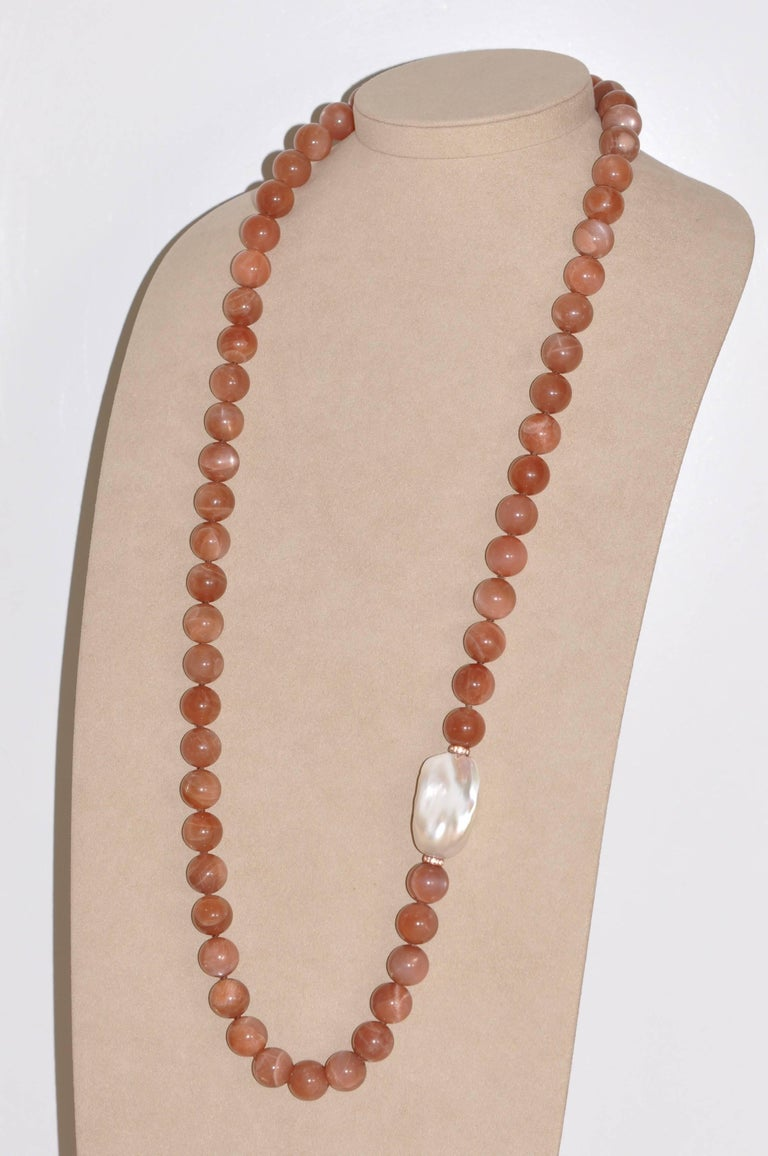 Discover this Moonstones, Baroque Freshwater Pearl and Topazes Beaded Necklace.  Peach Moonstones  Baroque Freshwater Pearl Topazes 0.35 Carat Bakelite Clasp
