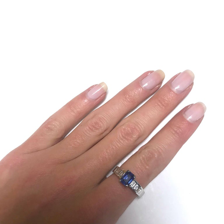 Blue Sapphire Emerald Size , White Diamonds ,White Gold Ring In New Condition For Sale In Vannes, FR