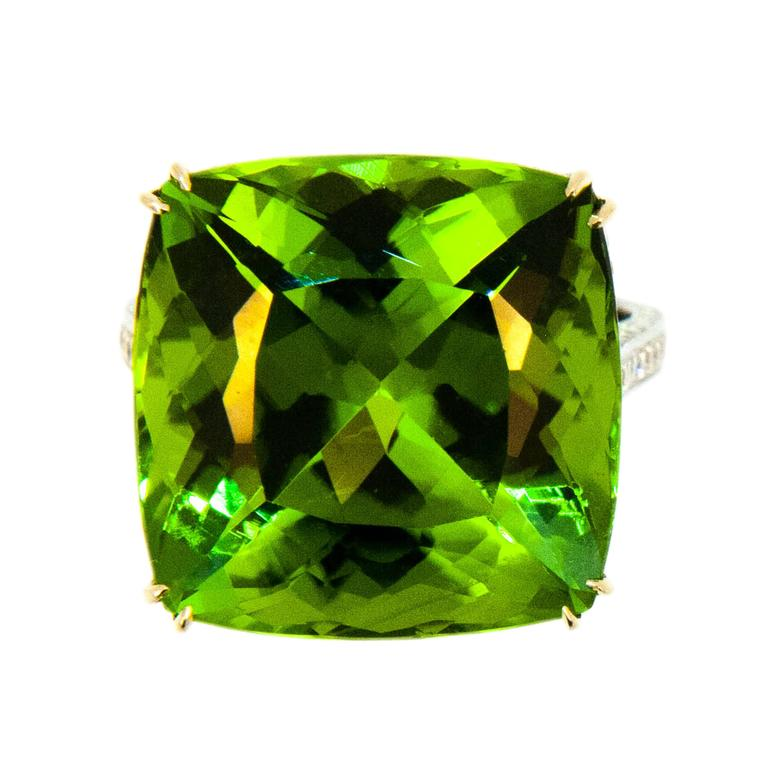 Laura Munder 26.78 Carat Peridot Diamond White Gold Ring For Sale
