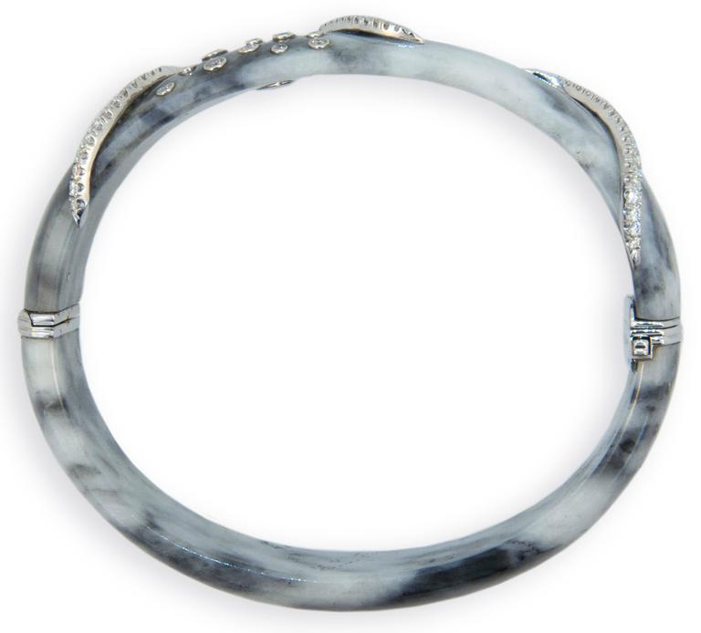 Laura Munder Zebra Jade Diamond White Gold Bangle Bracelet In As New Condition For Sale In West Palm Beach, FL