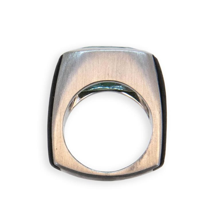 Laura Munder Mint Green Tourmaline and Ebony Wood White Gold Ring 3
