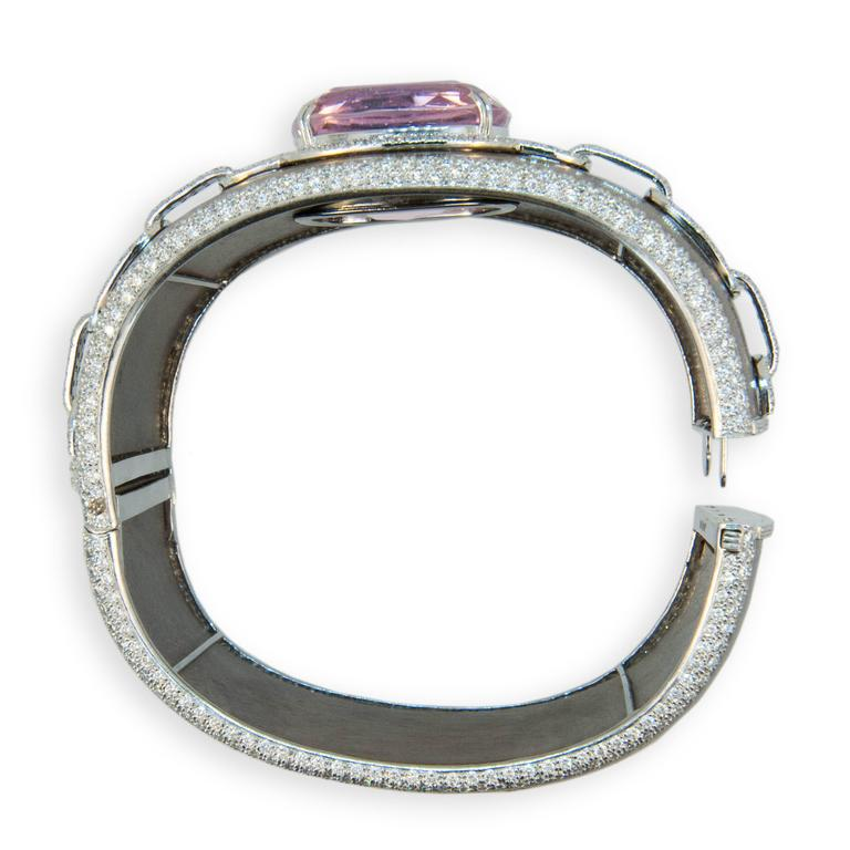 Laura Munder 57.81 Carat Kunzite Diamond and Wood White Gold Bangle Bracelet In Excellent Condition For Sale In West Palm Beach, FL