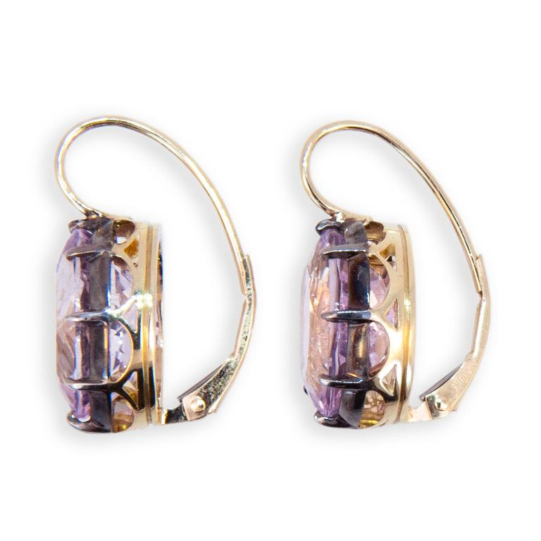 18 karat yellow gold and sterling silver on a wire earrings each set with one oval Kunzite measuring approximately 13.8 x 9.8 mm. 13.74 carats total weight. Leverbacks.