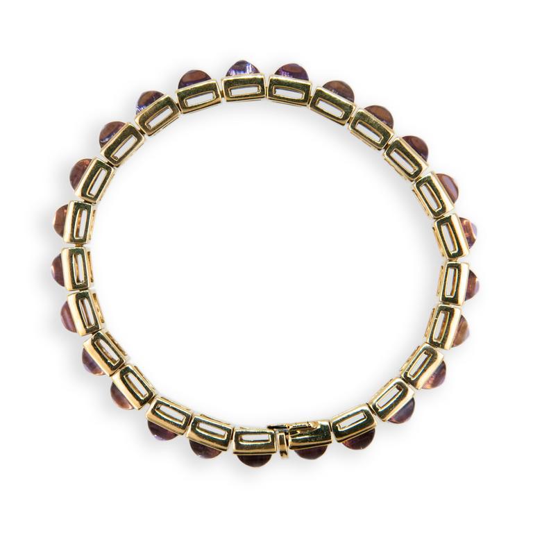 18 karat yellow gold bracelet single sugarloaf Amethyst. (25) Amethyst 31.25 carats total weight.
