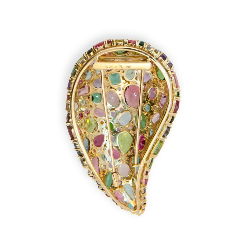 Laura Munder Multi-Color Tourmaline Peridot Yellow Gold Brooch In Excellent Condition For Sale In West Palm Beach, FL