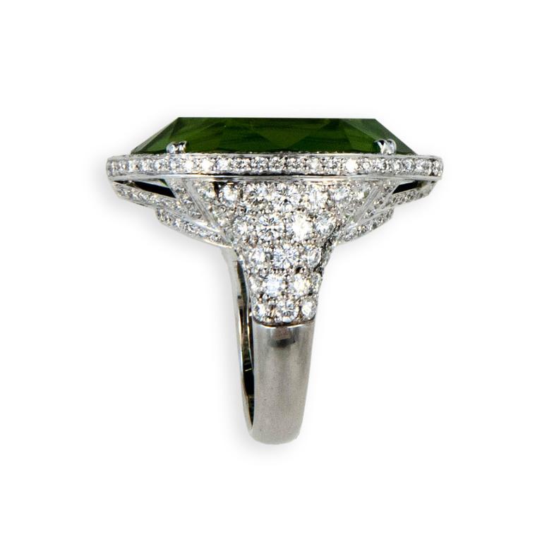 Laura Munder 27.44 Carat Peridot Diamond White Gold Ring 4