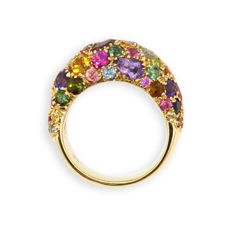 18 karat yellow gold Kaleidoscope ring set with 5.66 carats of assorted semi-precious stones. Peridot, garnet, amethyst, tourmaline, citrine etc. Ring size 6.75.