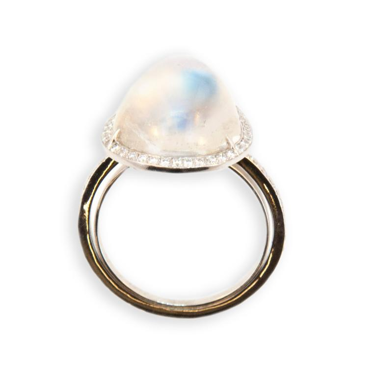Laura Munder Moonstone Diamond White Gold Ring In New Condition For Sale In West Palm Beach, FL