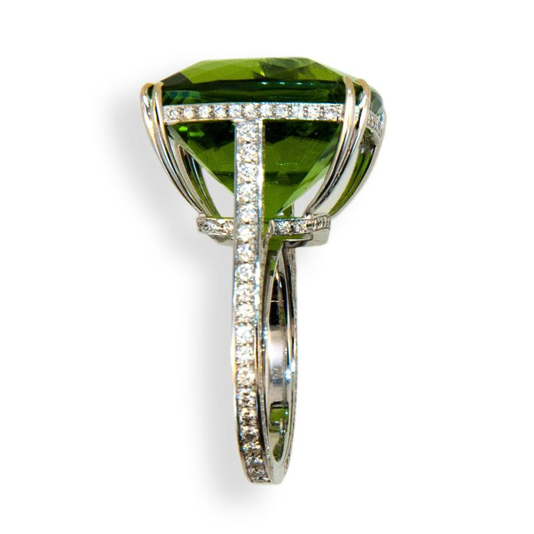Cushion Cut Laura Munder 26.78 Carat Peridot Diamond White Gold Ring For Sale