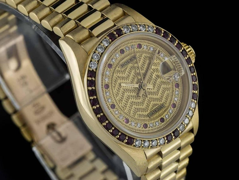 Rolex Gold Rare String Dial Ruby and Diamond Datejust 69068 Automatic Wristwatch In Excellent Condition For Sale In London, GB