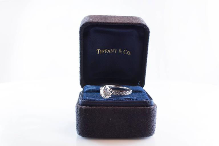 Tiffany & Co 1.01 Carat Round Diamond Platinum Engagement Solitaire Ring For Sale 1