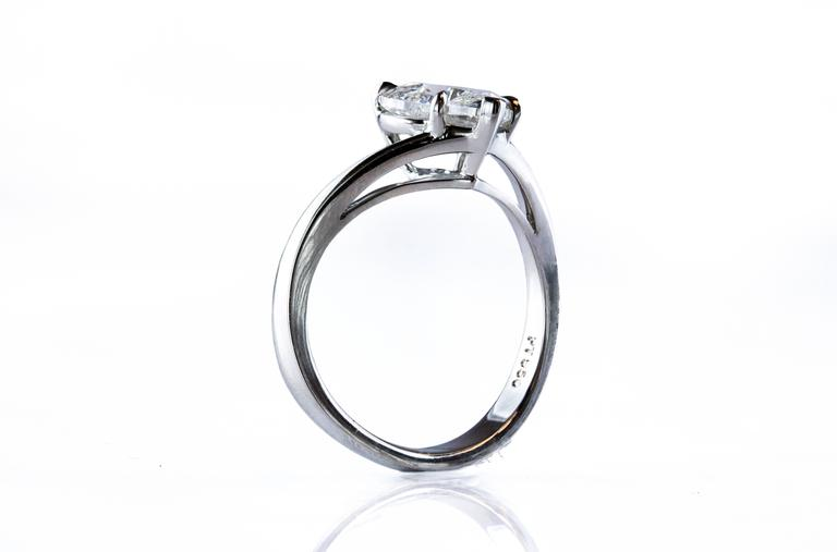 GIA Certified 2.00 Carat Heart-Shape Diamond Platinum Solitaire Engagement Ring For Sale 1
