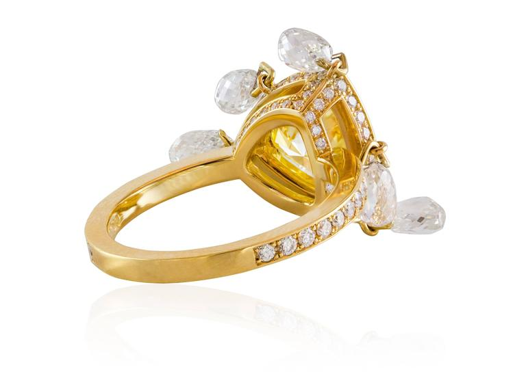 GIA Certified 2 carat Triangular Fancy Yellow Diamond Gold Ring In As New Condition For Sale In New York, NY