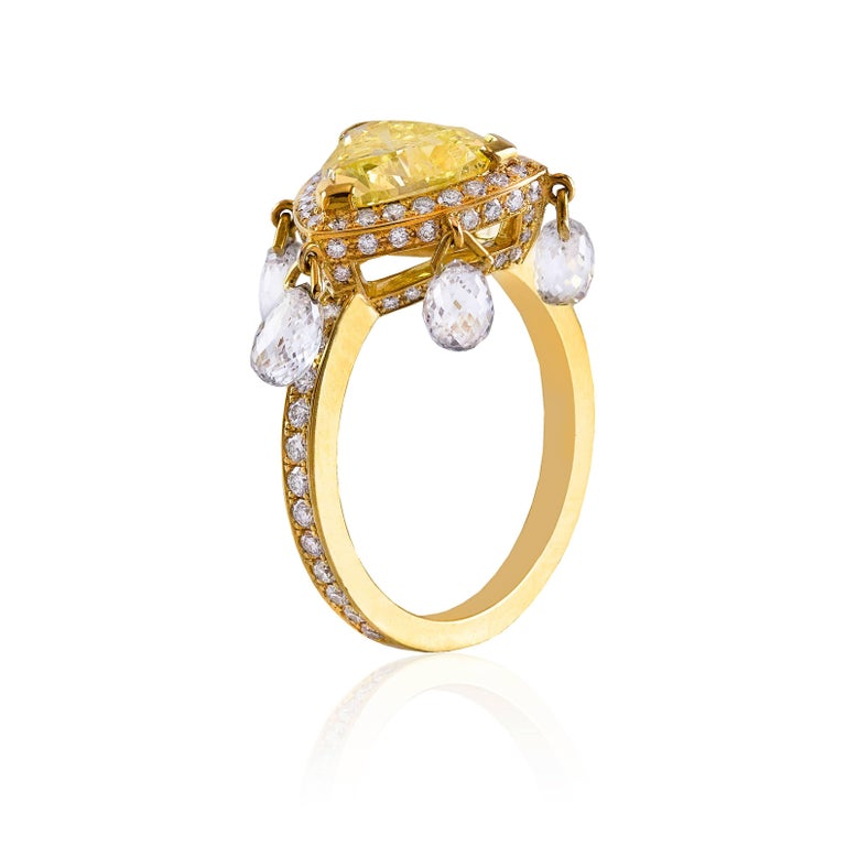 Trillion Cut GIA Certified 2 carat Triangular Fancy Yellow Diamond Gold Ring For Sale