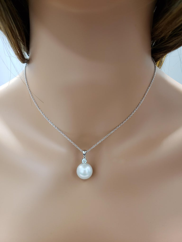 Round Cut Pearl and Diamond Pendant Necklace For Sale