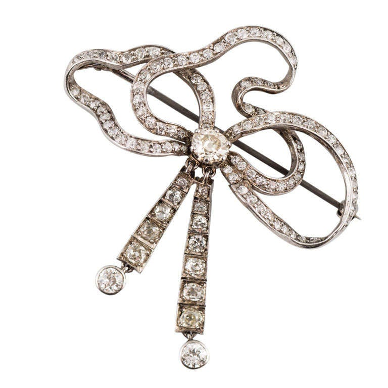 Art Deco Platinum Diamond Bow Pin