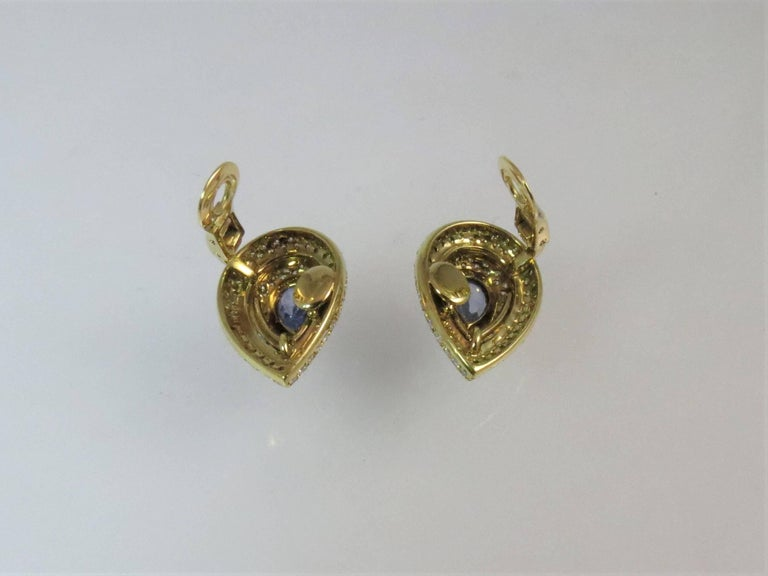18 Karat Yellow Gold Pear Shape Sapphire and Diamond Clip Earrings In Excellent Condition For Sale In Chicago, IL