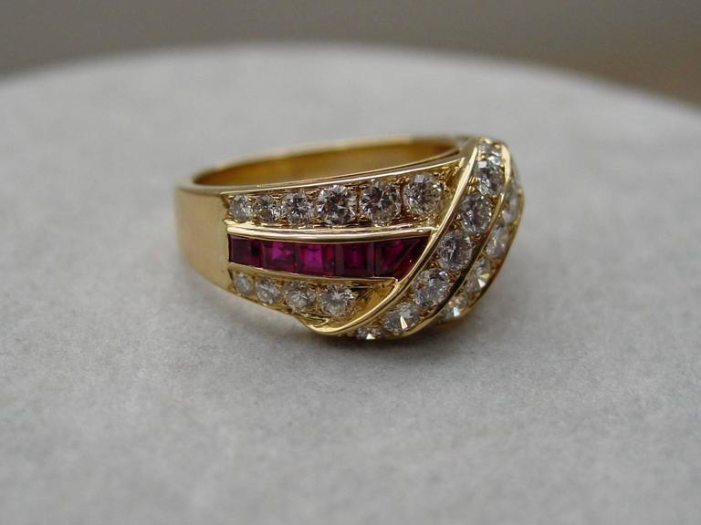Van Cleef & Arpels Ruby Diamond Gold Ring In Excellent Condition For Sale In Beverly Hills, CA
