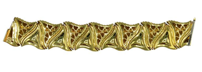 Henry Dunay Textured Gold Link Bracelet In Excellent Condition For Sale In Miami, FL