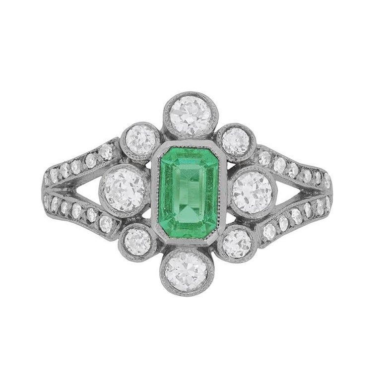 Art Deco 0.70 Carat Emerald and Diamond Cluster Ring, circa 1940s