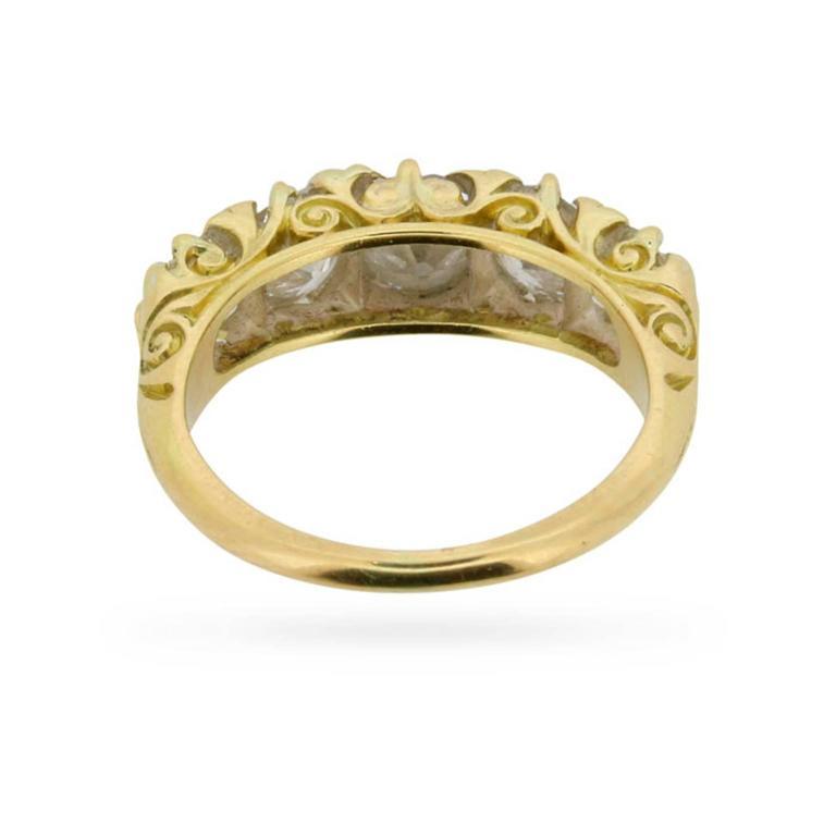 Late Victorian 1.90 Carat Five Stone Old Cut Diamond Gold Ring circa 1900s 4