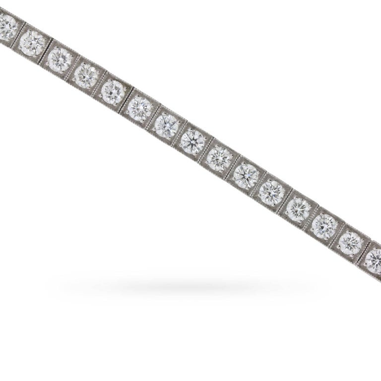 Sophia D Linked Tennis Bracelet with Round Brilliant Diamonds In Excellent Condition For Sale In London, GB