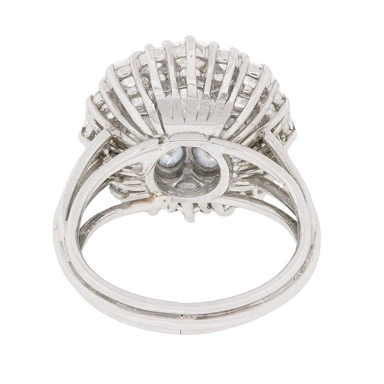 Vintage Diamond Cluster Ring, circa 1970s In Excellent Condition For Sale In London, GB