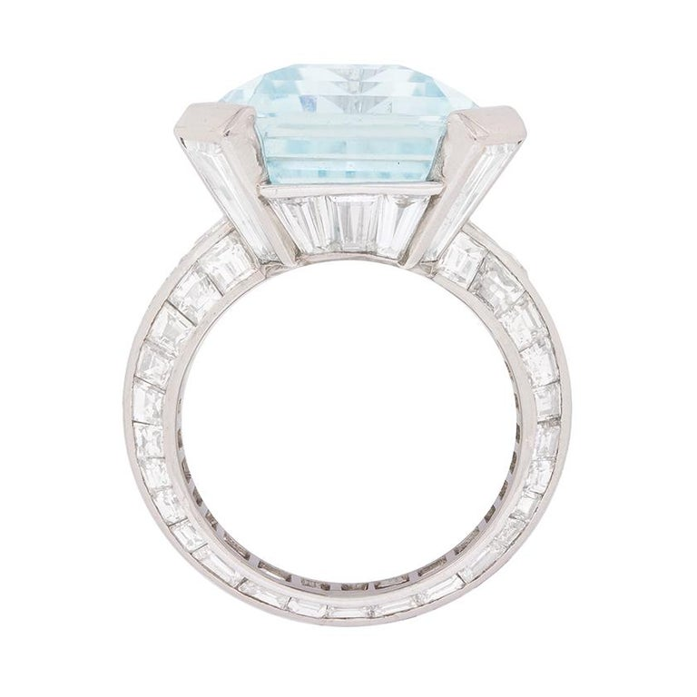 This impeccable and outstanding piece of jewellery is from the designer Mauboussin. They originated in 1827, based in Paris, and have since grown in their global presence. Specialising in unique jewellery with gemstones, this breath-taking ring