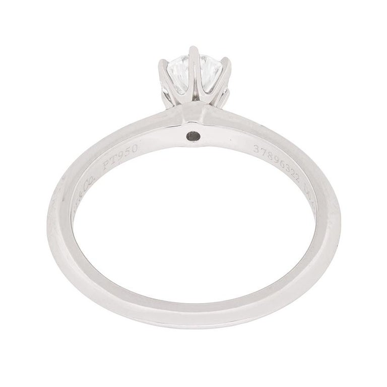 Tiffany & Co. Classic Diamond Solitaire Engagement Ring In Good Condition For Sale In London, GB