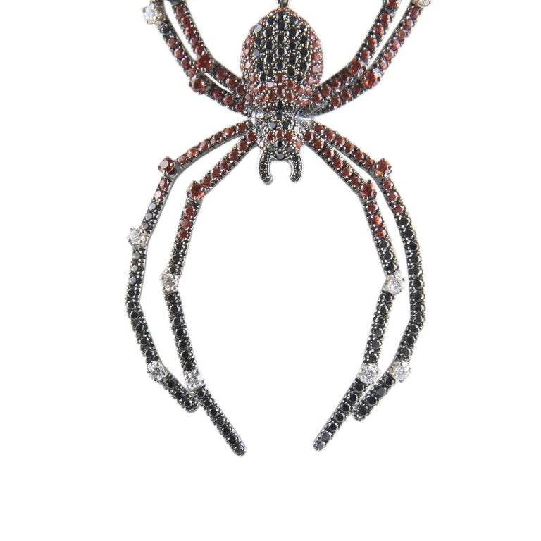 18 Karat Gold Diamond Spider Necklace In New Condition For Sale In Florence, Tuscany
