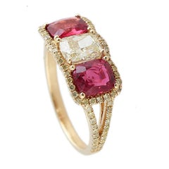 Spinel and Full Cut Yellow Diamond Ring