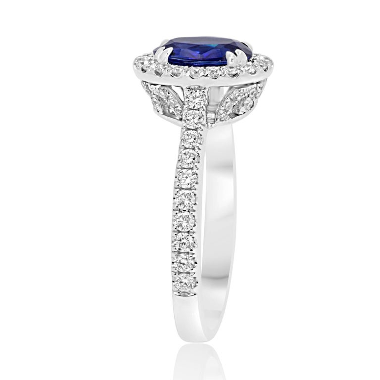 Blue Sapphire Oval Single Halo Diamond Gold Ring In New Condition For Sale In NEW YORK, NY