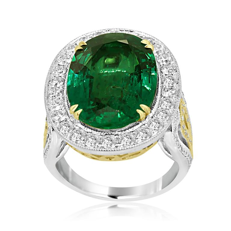GIA Certified 9.01 Carat Oval Emerald Diamond Two Color Gold Ring In New Condition For Sale In NEW YORK, NY