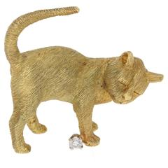 18 Karat Gold Vintage Cat Brooch with Diamond