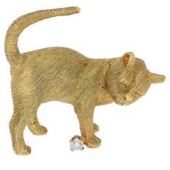 18 Karat Gold Vintage Cat Brooch with Diamond