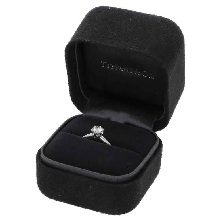 Tiffany & Co. 0.44 Carat Single Stone Diamond Platinum Ring In Excellent Condition For Sale In London, GB