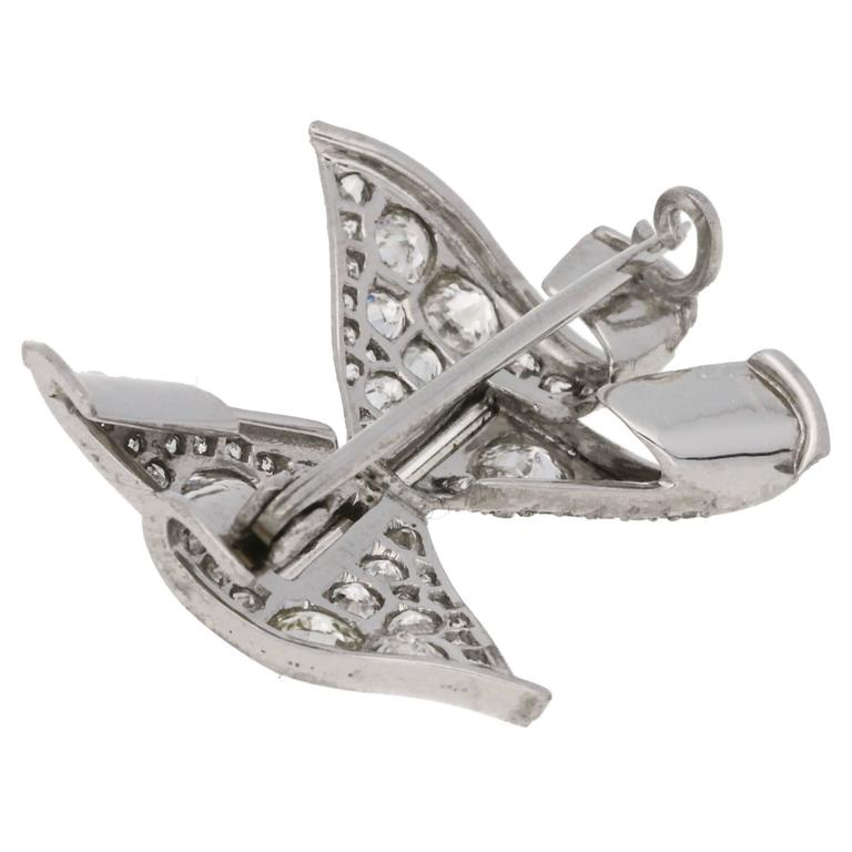 Art Deco Diamond Bow Brooch in Platinum In Excellent Condition For Sale In London, GB