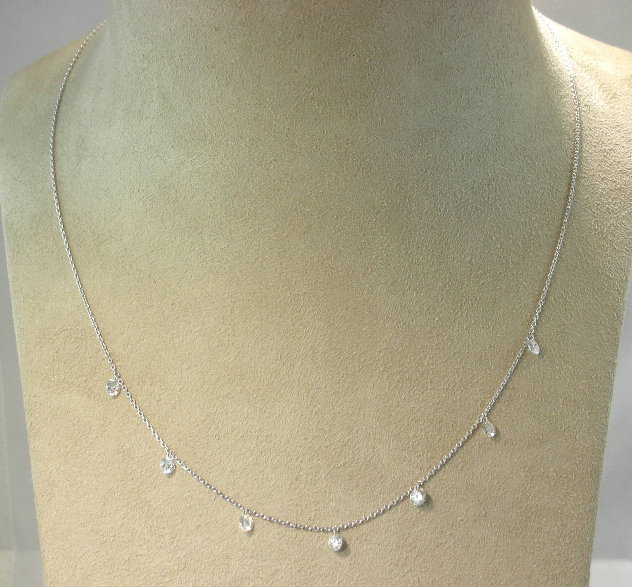 Jona Floating Diamond Platinum Chain Necklace In New Condition For Sale In Torino, IT