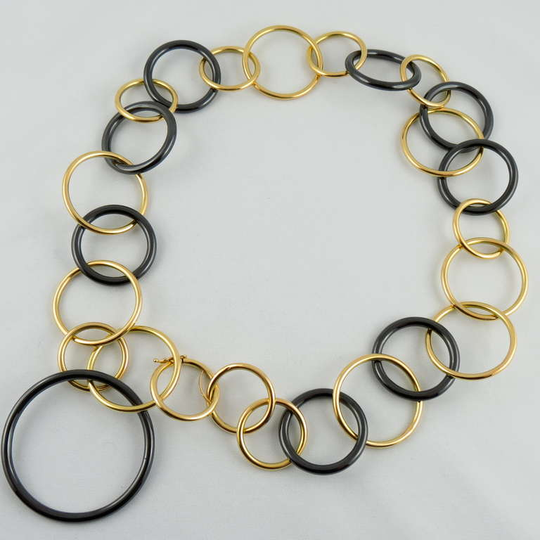 Jona Yellow Gold and High-Tech Black Ceramic Circle Link Necklace 4