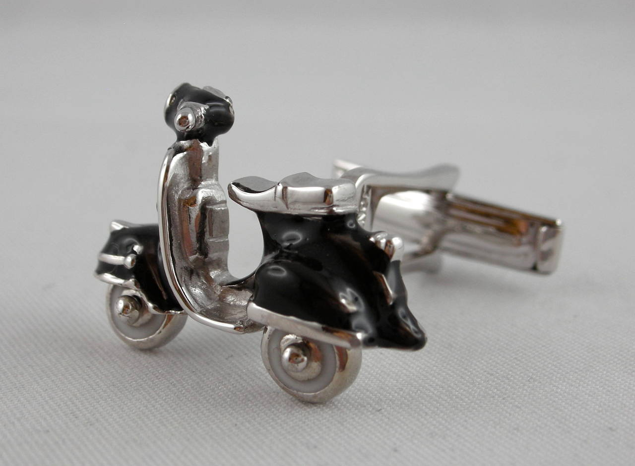 Jona Enamel Silver Scooter Cufflinks In New Condition For Sale In Torino, IT