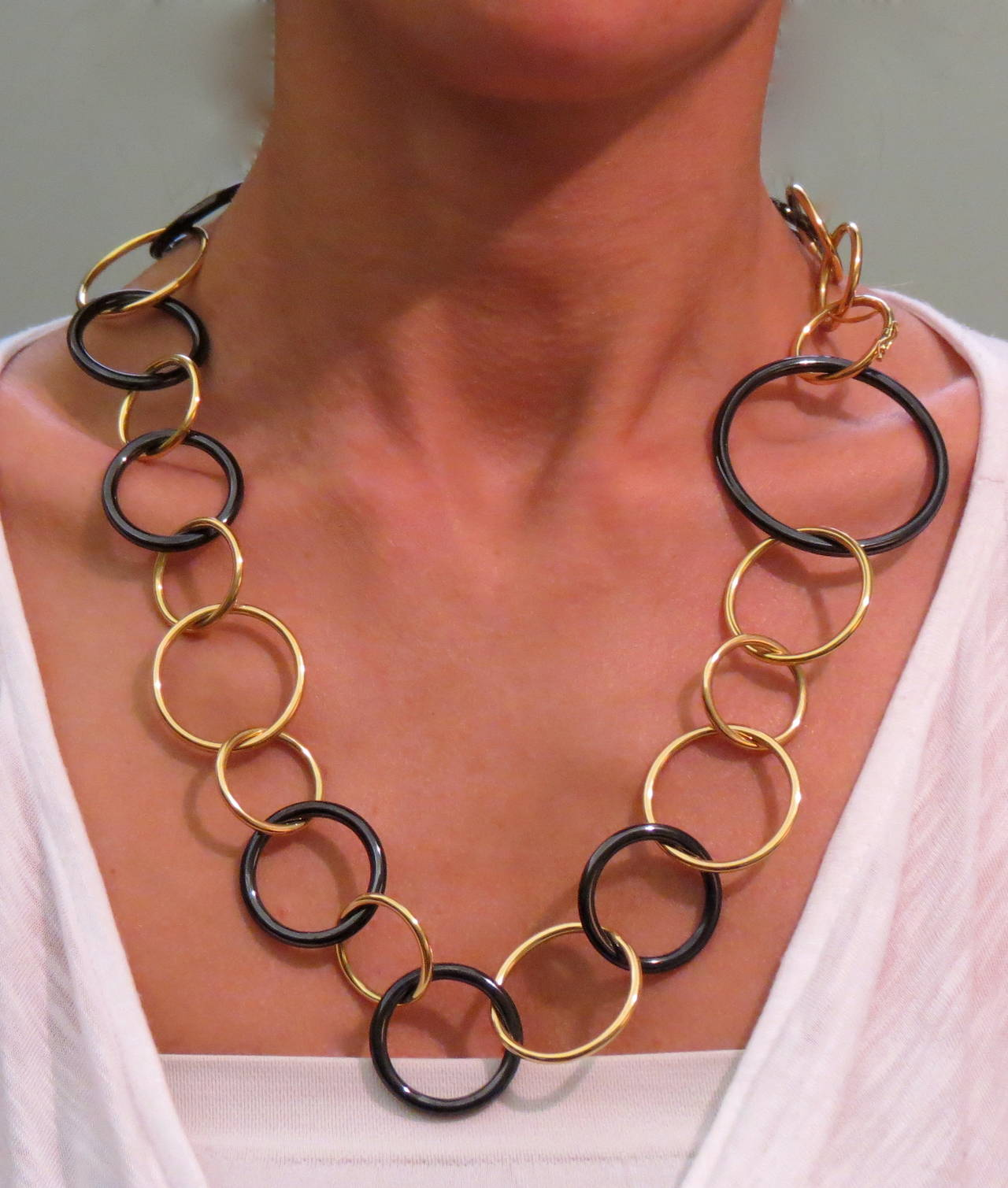 Jona Yellow Gold and High-Tech Black Ceramic Circle Link Necklace 3