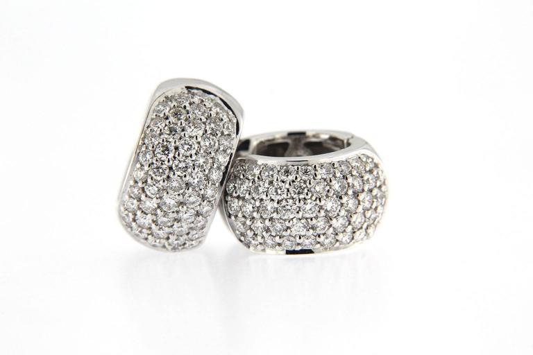 Jona White Diamond Pavé 18 Karat White Gold Hoop Earrings In New Condition For Sale In Torino, IT