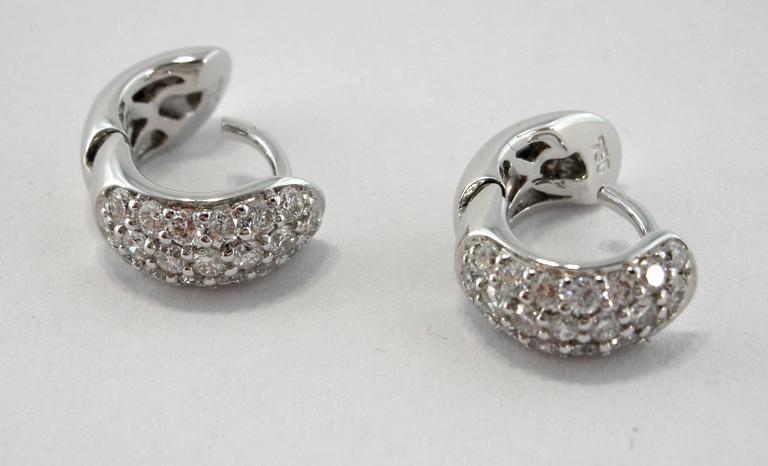Jona White Diamond Pavé 18 Karat White Gold Small Hoop Earrings In New Condition For Sale In Torino, IT