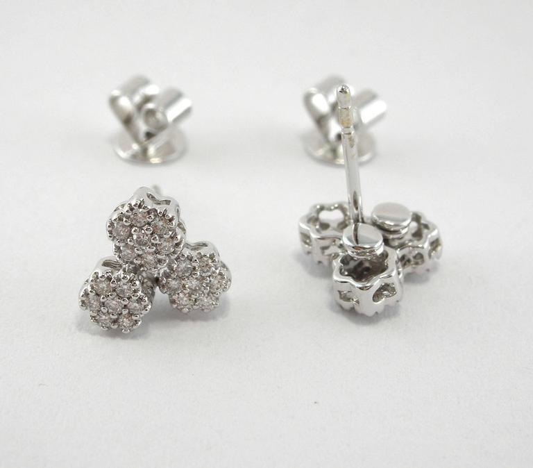 Jona Diamond Gold Flower Stud Earrings In New Condition For Sale In Torino, IT